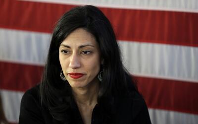 Huma Abedin, asesora de  Hillary Clinton, en un evento de campaña...