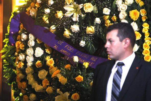 Decenas de arreglon han sido enviados para honrar a Gabo.