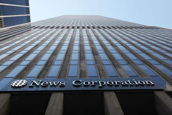 Ese tabloide (News of the World), que News Corp cerró hace pocos días, e...