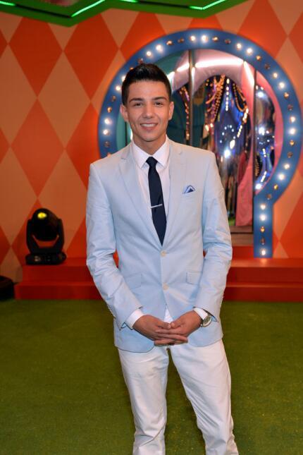 El cantante se suma al elenco en la gran noche de Premios Juventud.