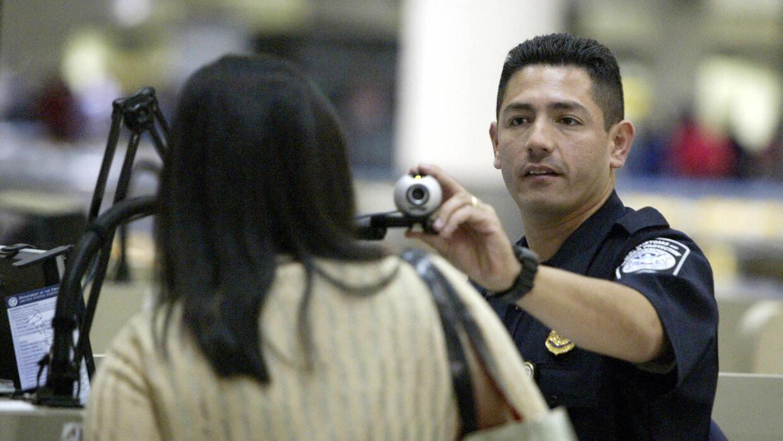 No todos los inmigrantes si salen de Estados Unidos tienen asegurado el...