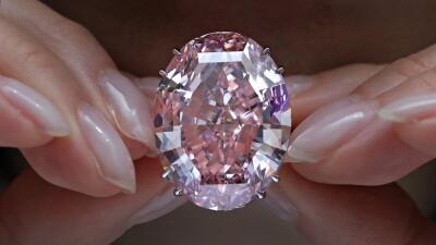 Por el diamante rosa habían pagado $83 millones el año pasado, pero el c...