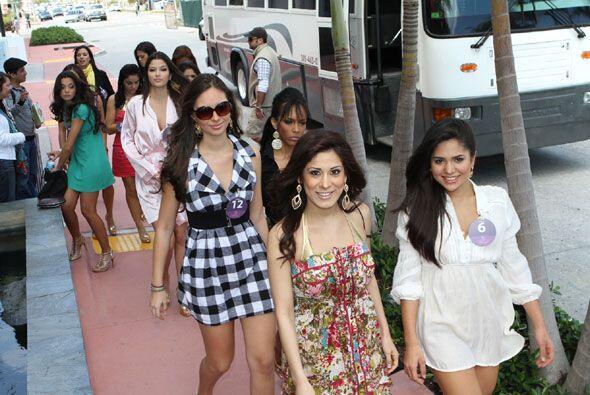 Las chicas llegaron con mucha emoción a este primer desfile en la...