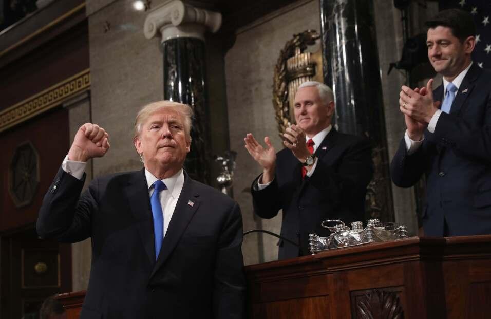 Donald Trump a la salida del podio cuando finalizó su discurso.
