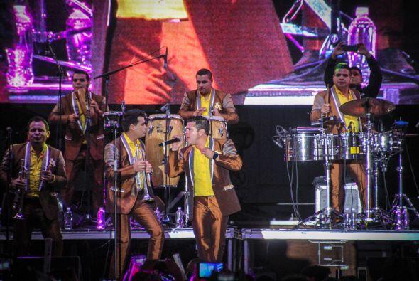 La Arrolladora Banda El Limón nos puso a bailar en el Uforia Musi...