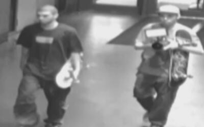 Ofrecen recompensa de 5,000 dólares para arrestar a dos patinadores sosp...