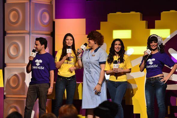 Doña Meche, Ana Patricia, Alejandro Berry con el elenco de Sabadazo, tam...