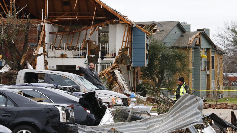La zona del desastre en Garland tras el paso de un potente tornado