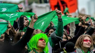 """El Senado argentino le dijo """"no"""" al aborto legal, pero el movimiento de mujeres es imparable"""