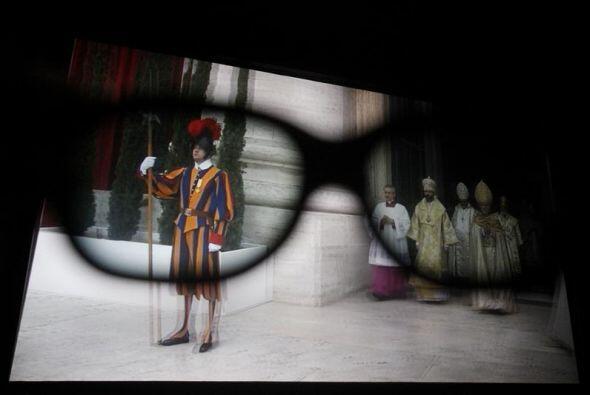 Fotografía tras unos lentes 3D de la retransmisión en 3D de la ceremonia...