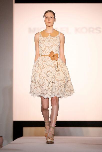 Úsalos en un tono diferente al vestido para que contraste.