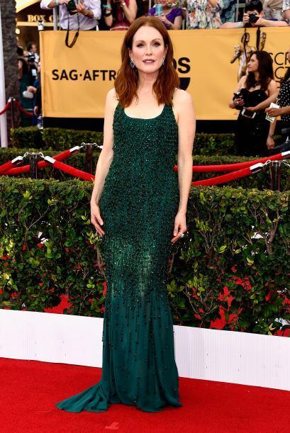 Julianne Moore optó una vez más por un atuendo verde.