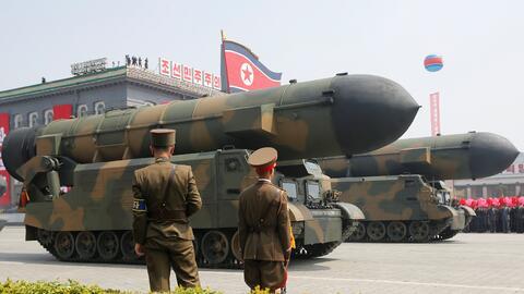 Pyongyang mostró su armamento este sábado en el desfile de...
