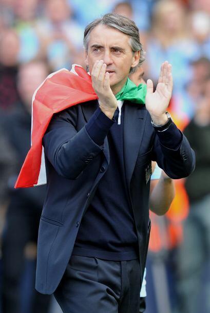 Mancini no fue la excepción y se veía cubierto por los colores de su Ita...