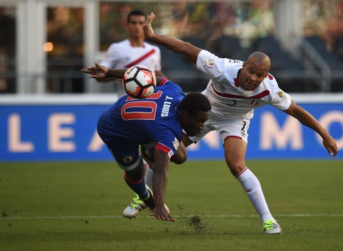 Ranking de los defensas de la Copa América Centenario 11-GettyImages-538...