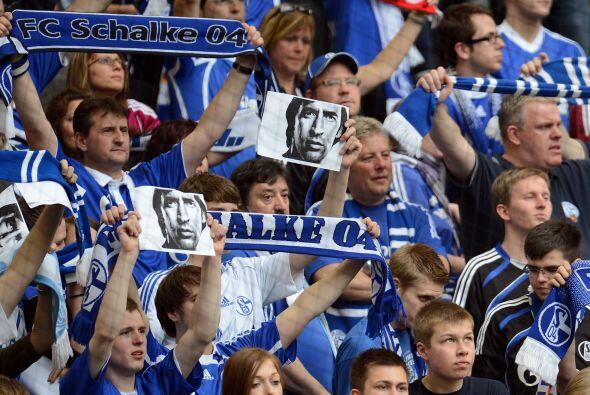 El Schalke jugó ante el Hertha con un estadio lleno de fanáticos.