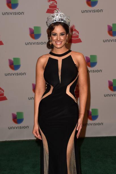 Aleyda Ortiz lució un vestido negro del diseñador venezola...