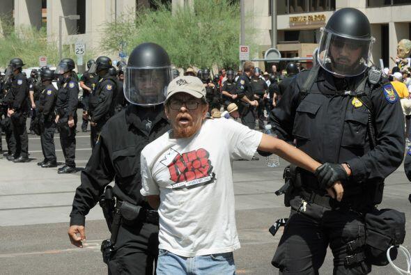 Si es arrestado tiene derecho a no firmar ningún documento que no entien...