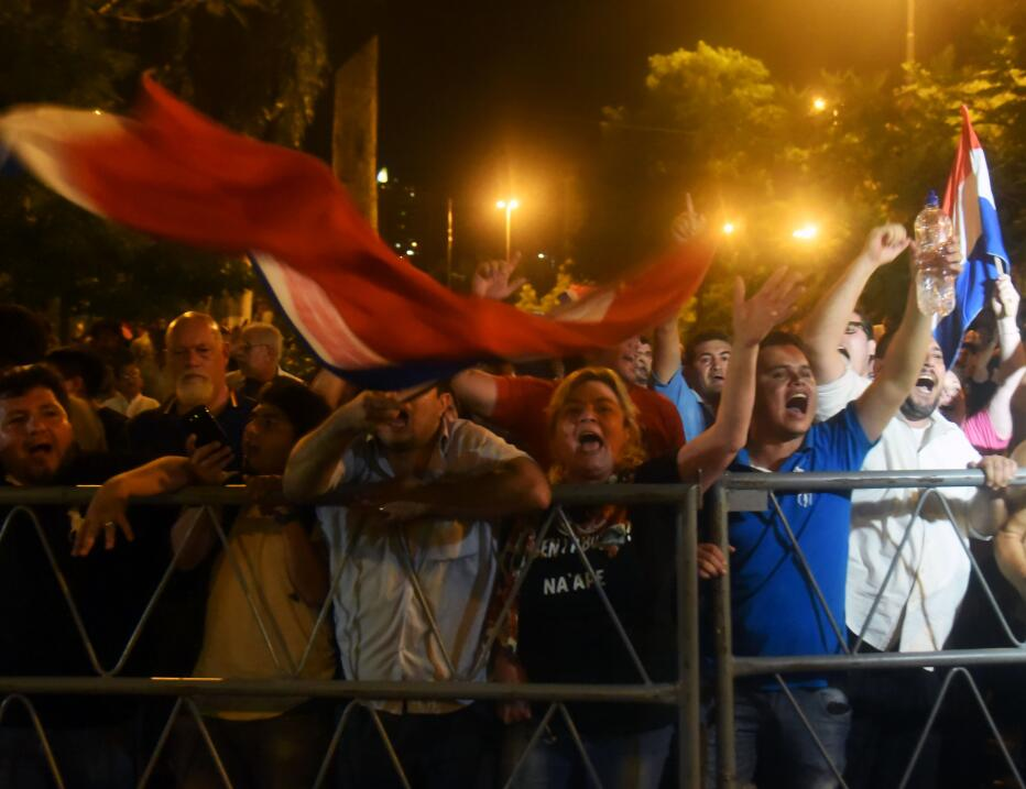 Queman el Congreso de Paraguay tras aprobación de reelección presidencia...