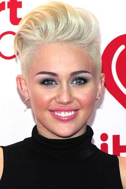 Desde que Miley se deshizo de su larga cabellera el año pasado y adoptó...