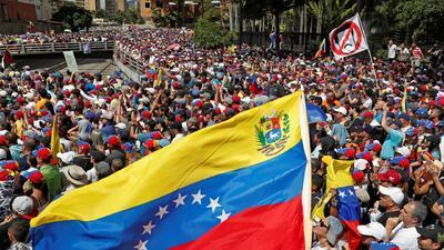"""""""Este es un momento histórico"""", dice un líder estudiantil venezolano sobre la juramentación de Guaidó"""