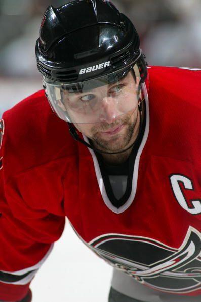 El jugador de hockey sobre hielo, chris Drury, se retiró al no encontrar...