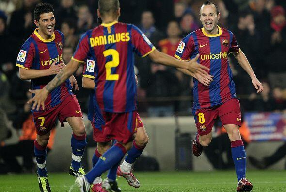 Llegó la mitad de la Liga española 2010-11 y se decidía al campeón de in...