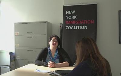 Abogados voluntarios continúan ofreciendo sus servicios en el JFK tras e...