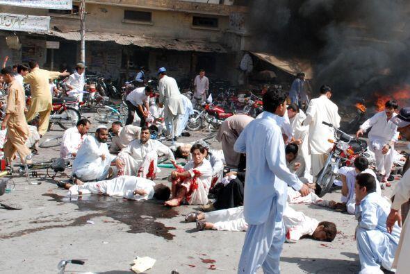 Al menos 42 personas murieron en un atentado suicida contra una manifest...