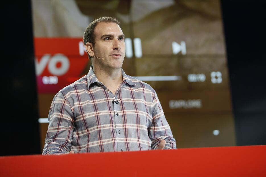 1. Manuel Bronstein, venezolano, vicepresidente de gestión de producto,...