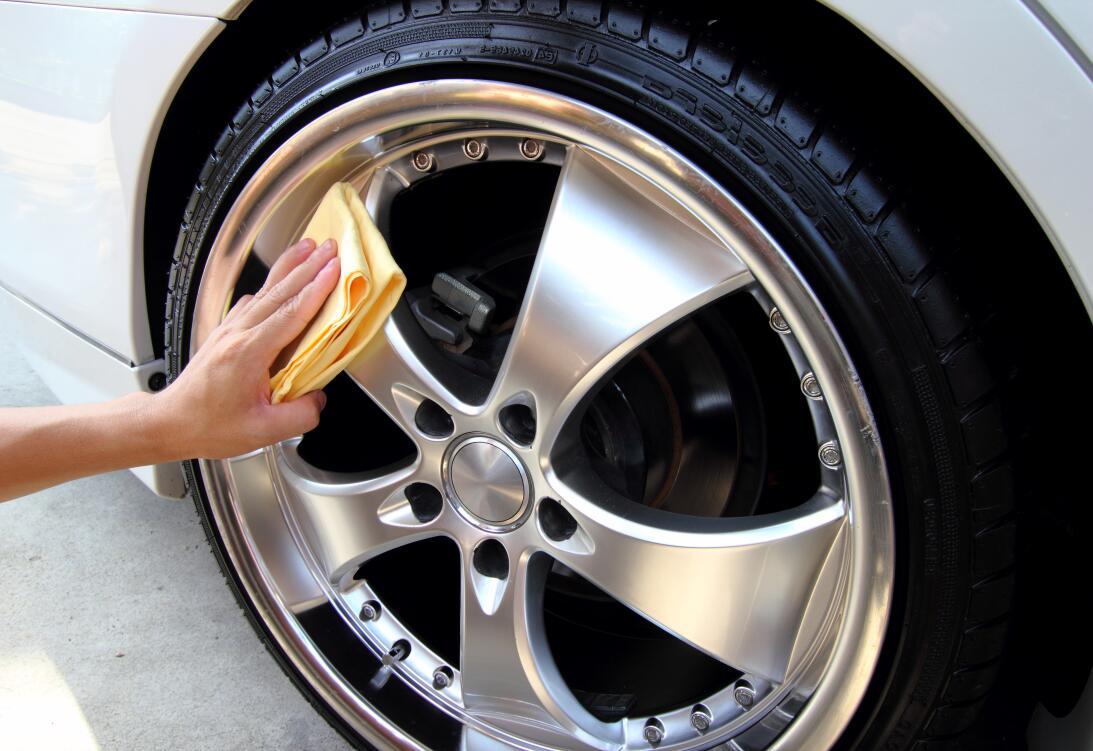 10 tips para lavar tu carro como todo un profesional  shutterstock-14098...