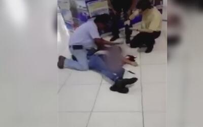 Apuñaló a su esposa en mitad de un centro comercial con un cuchillo que...