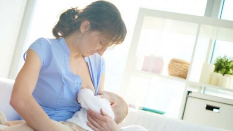 Facebook ya permite fotos de madres amamantando.