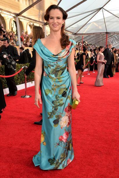 La eterna primavera se quedó impregnada en el vestido de Jenna Lewis. Fail!
