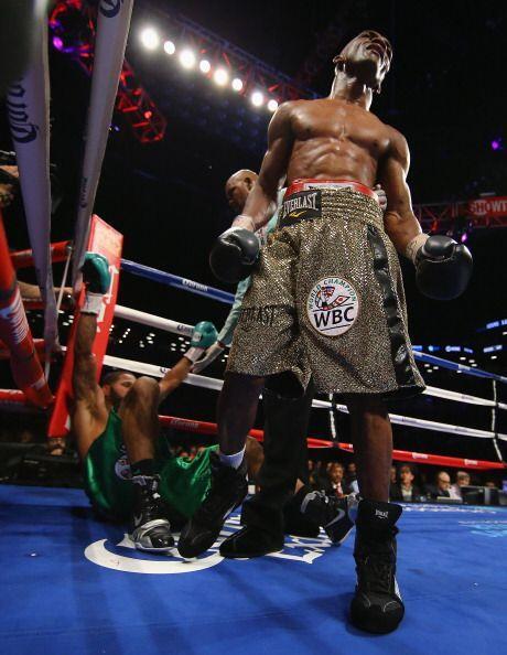 En el onceavo round, Bika tomó venganza y despachó a la lona a Dirrell.