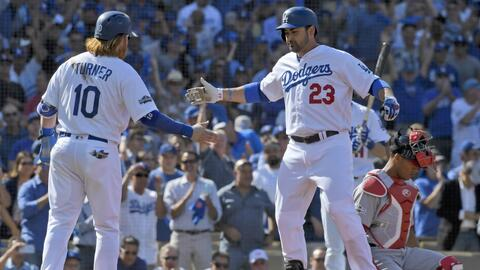Adrián González conectó su primer homerun de estos...