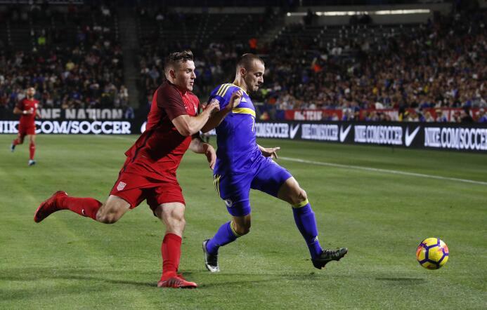 En fotos: Poco fútbol y nada más entre el Team USA y Bosnia-Herzegovina...