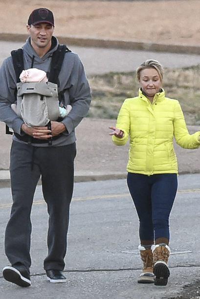Y Wladimir llevaba cargando a su bebita, que ya cumplió tres meses.