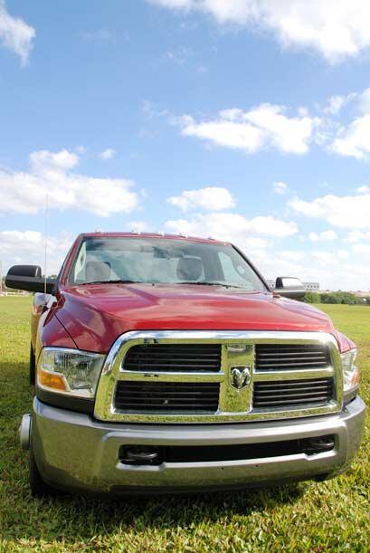 La Dodge Ram 3500 brinda una imagen fuerte y agresiva en todos sus ángulos.