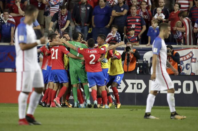 Costa Rica pegó duro en el Red Bull Arena y complicó al Team USA AP_1724...