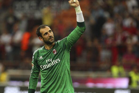 López llegó al Milán para tomar la titularidad del equipo rossonero y ol...