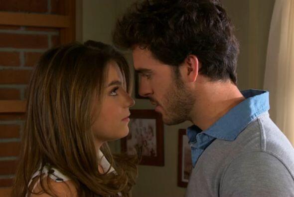 Compartió créditos con Sofía Castro, quien fue su pareja en la telenovela.