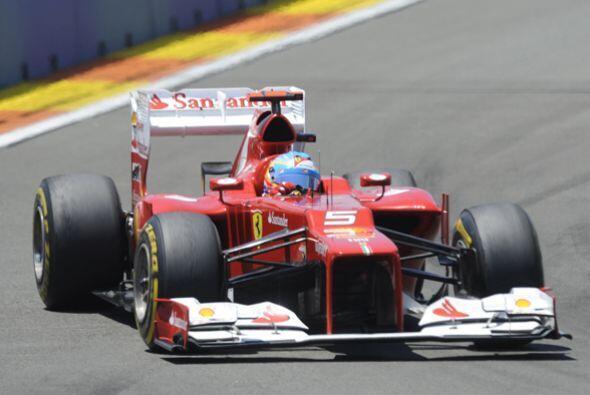 Desde las primeras vueltas, Fernando Alonso hizo gala de sus mejores man...