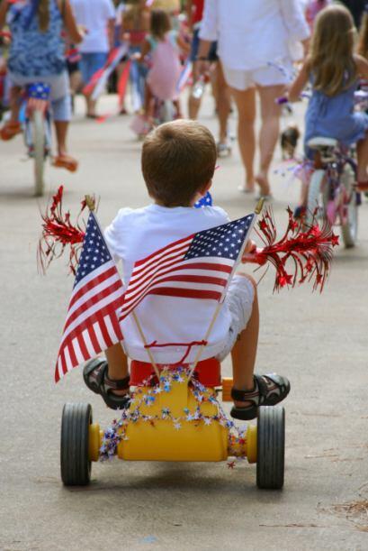 2.Acude a uno de los desfiles por el Día de la Independencia: el 4 de j...