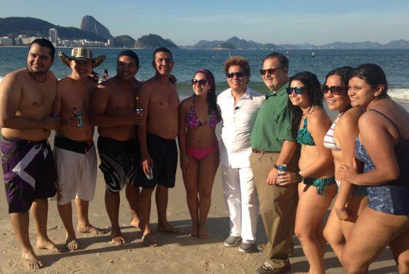 También estuvieron en la playa acompañados por bellas chic...