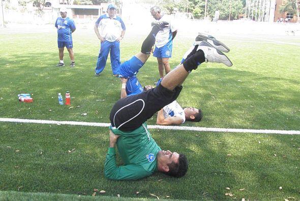 Miguel Montes (verde) recién salió del Aguila y se ha entrenado por su c...
