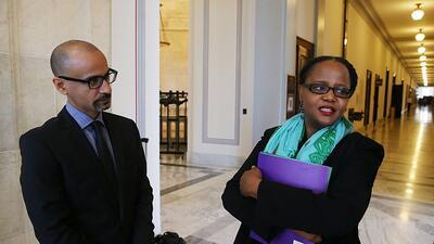 Junot Díaz junto a la escritora haitiana Edwidge Danticat en Washington