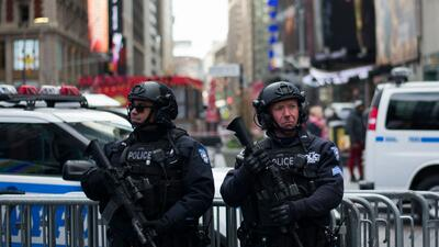 Oficiales del Departamento de la Policía de la ciudad de Nueva York (NYP...
