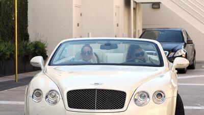 En este Bentley poco discreto llegó Jennifer López (JLo) a la boutique d...