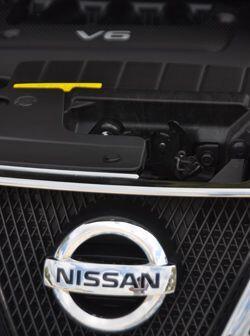 El motor V6 de 3.5 litros de la familia VQ con 265 caballos de fuerza es...